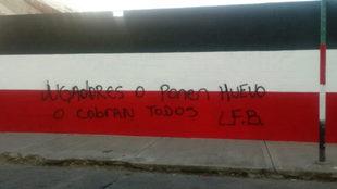 Jugadores de Chacarita reciben amenazas en el estadio