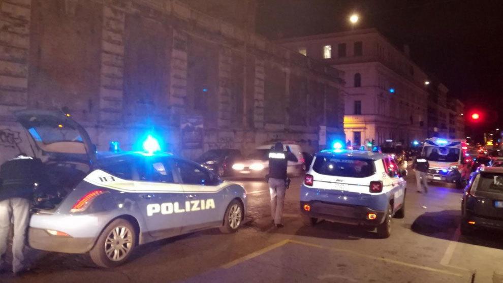 La Policía italiana llega al lugar de los hechos.