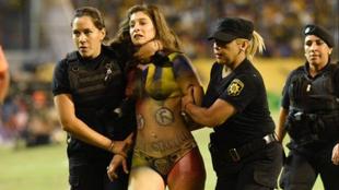 Sheila Stanolli, la personal trainer que interrumpió Central vs River...
