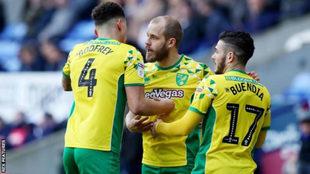 Buendia celebra uno de los goles del Norwich City.