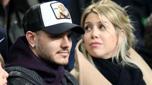 Icardi junto a su esposa, estuvieron viendo el triunfo del Inter.