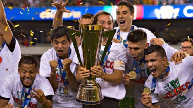 México celebra el título de Copa Oro en 2015.