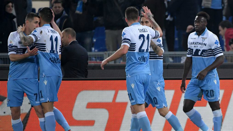 Los jugadores de la Lazio celebran uno de los goles.