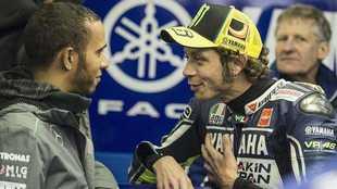 Lewis Hamilton y Valentino Rossi