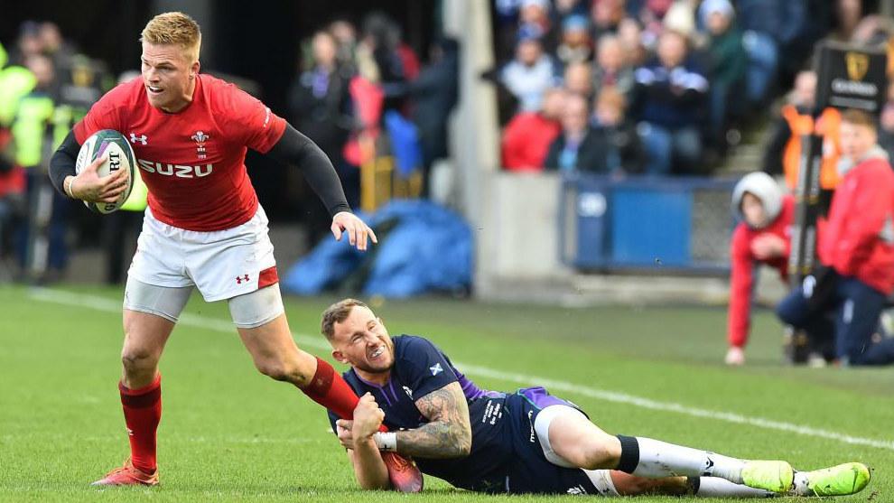 Anscombe es placado por McGuigan en el Escocia-Gales jugado en...