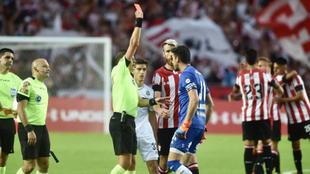 Delfino expulsa a Martín Arias en el final del encuentro