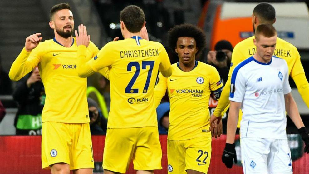 Los jugadores del Chelsea celebran uno de sus goles.