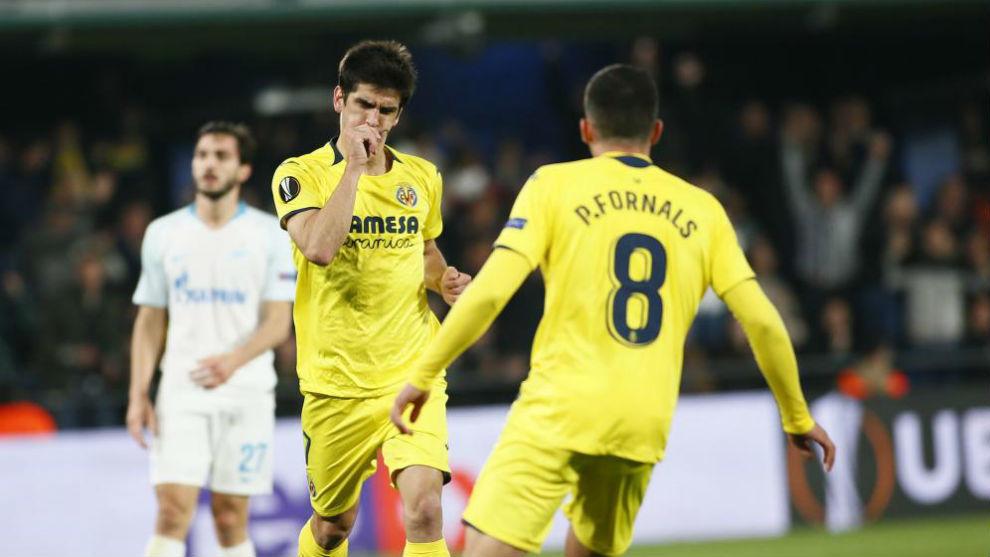 Gerard Moreno celebra el primer gol.