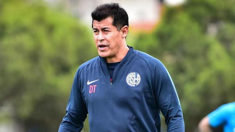 Almirón probó un equipo con muchos cambios para visitar a Central