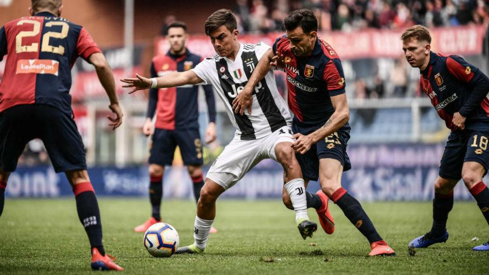 Dybala, durante el partido ante el Genoa.