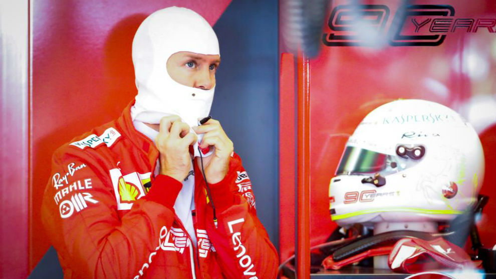 Vettel, el en box de Ferrari en Albert Park.