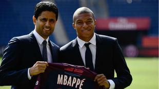 Mbappé, el día de su presentación con el PSG junto al presidente...