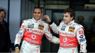 Hamilton, con Alonso en 2007.