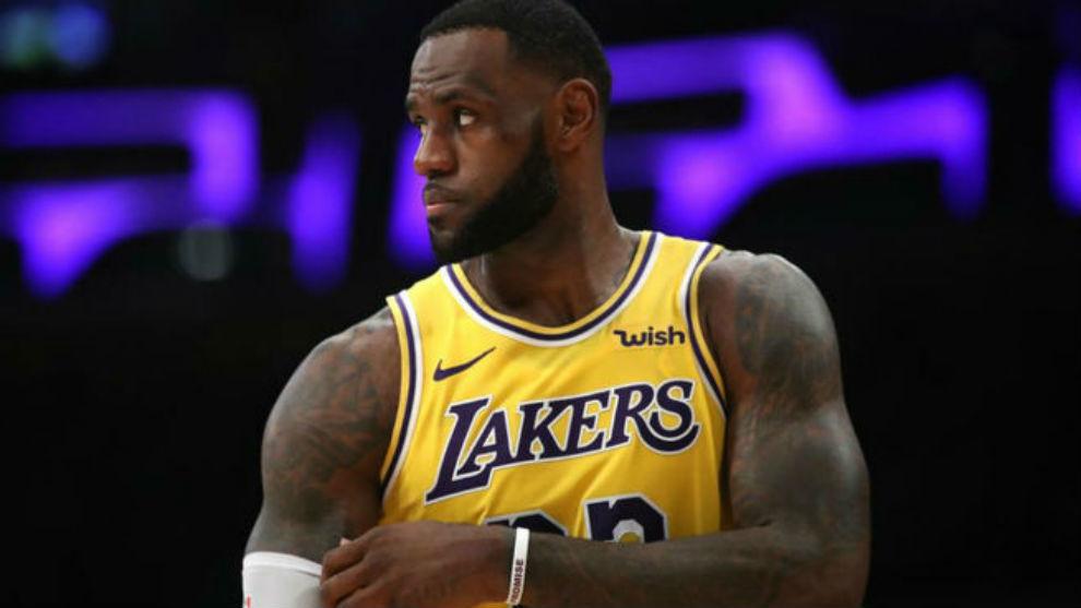 LeBron James arrastró molestias desde su lesión a finales de...
