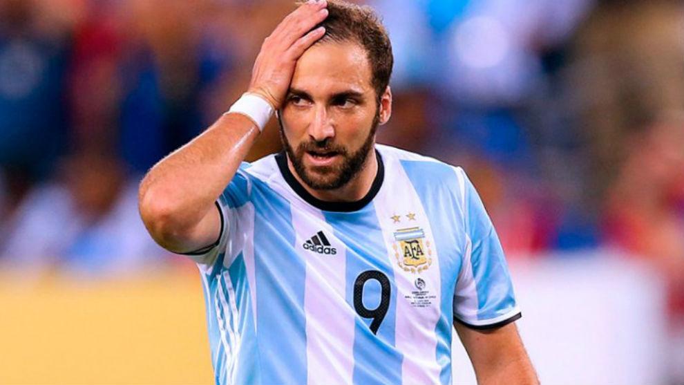 8f153f642932f Selección Argentina  Gonzalo Higuaín anuncia su retiro de la ...