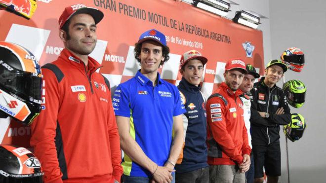 Márquez y Rossi defienden que los niños corran con 14 años
