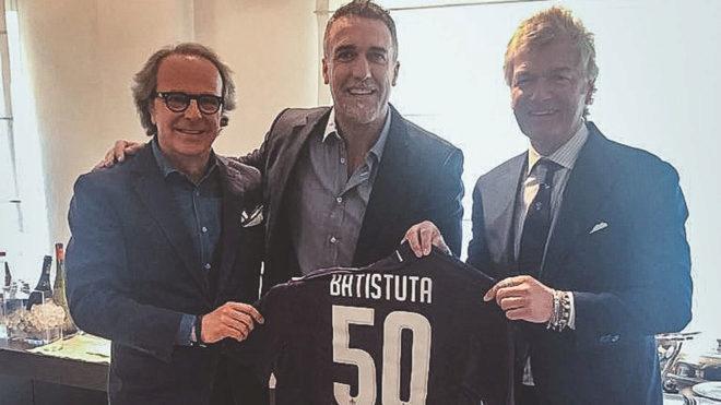 Batistuta, homenajeado por los hinchas de la Fiorentina