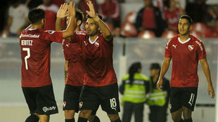 Romero celebra junto a Benítez.