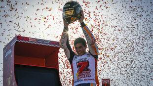 Márquez, celebrando su quinta corona de MotoGP (séptima absoluta) en...