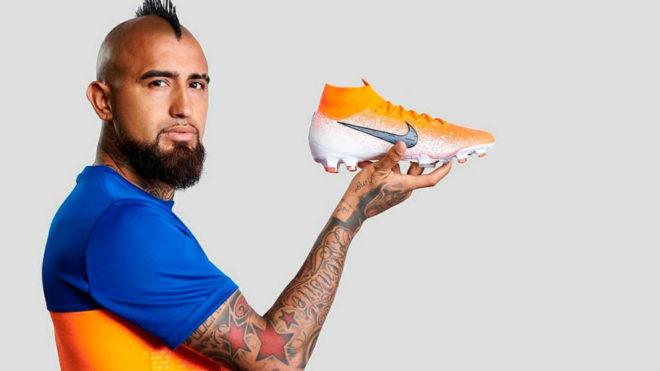 Vidal posó con la azul y amarilla e ilusionó a Boca