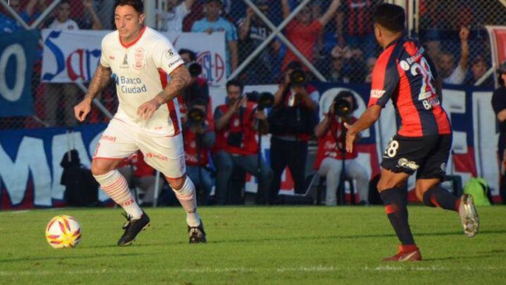 Pablo Álvarez en el clásico ante San Lorenzo