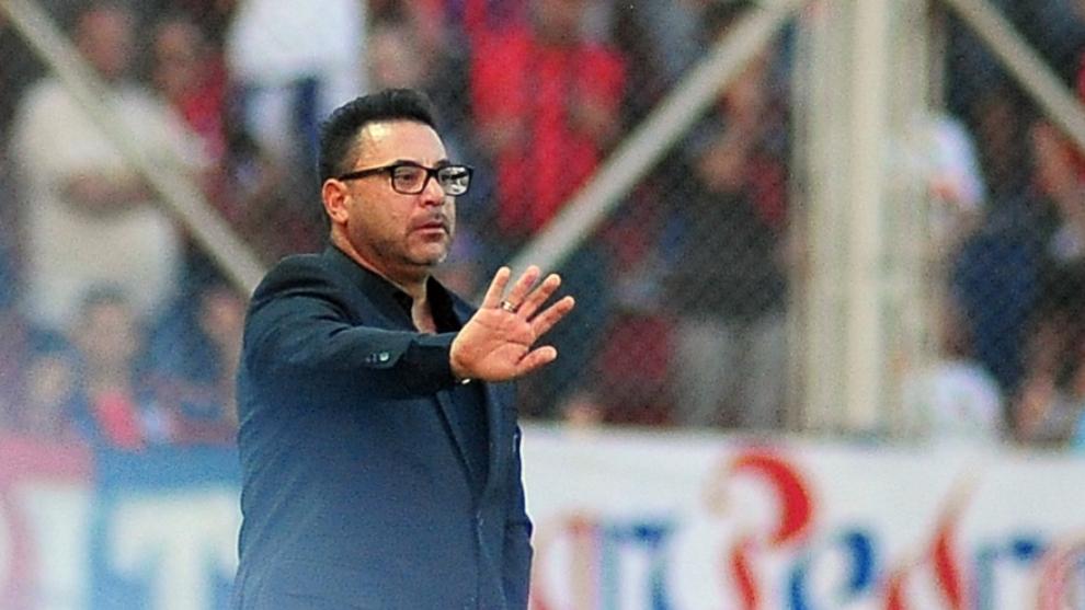 Antonio Mohamed durante el clásico ante San Lorenzo