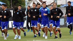 Mauricio Martínez, de azul, junto a sus compañeros