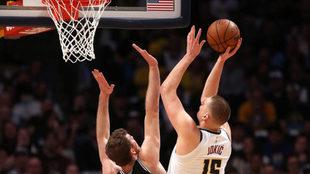 Nuggets vs Spurs: Jokic y Murray igualan la serie