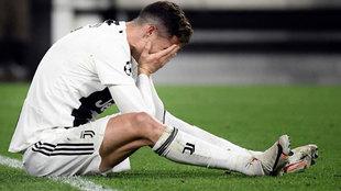 Cristiano se lamenta tras la eliminación de la Juve en Champions.