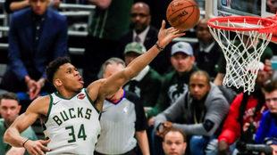 Bucks vs Pistons: Otra exhibición de Antetokounmpo enfila a Milwaukee...