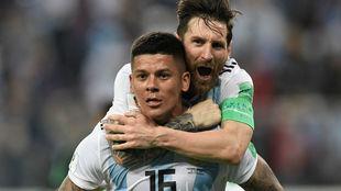 Marcos Rojo y Leo Messi durante el Mundial de Rusia 2018.