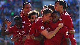 Los jugadores del Liverpool festejan el gol de Wijnaldum.