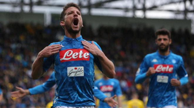 Mertens celebra su gol al Frosinone.