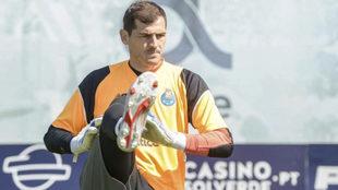 Casillas, en un entrenamiento del Porto.