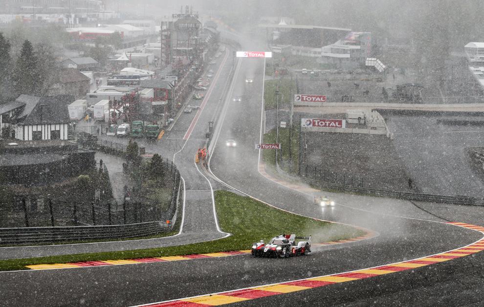 La nieve y la lluvia complicaron muchísimo la carrera.