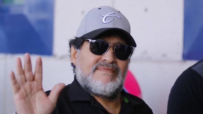 Maradona saluda a la cámara