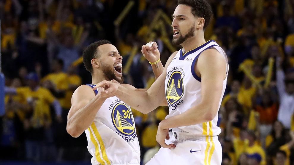 Curr celebra la victoria de los Warriors ante los Rockets.
