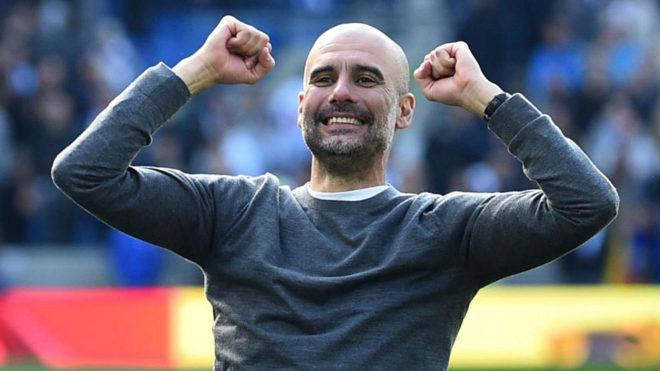 Guardiola celebra la Premier conquista en Brighton.