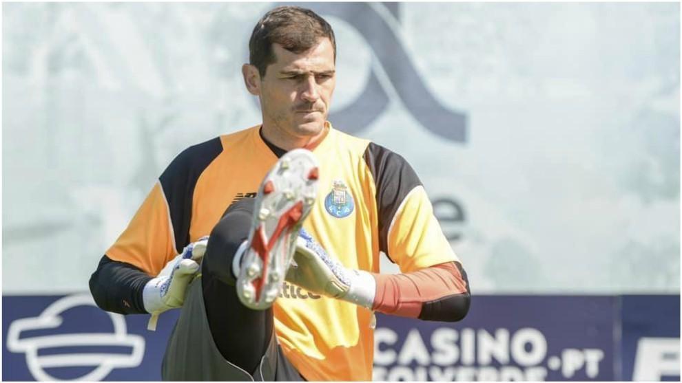 Casillas se ejercita durante un entrenamiento del Porto.