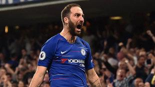 Gonzalo Higuaín celebra un gol con el Chelsea.