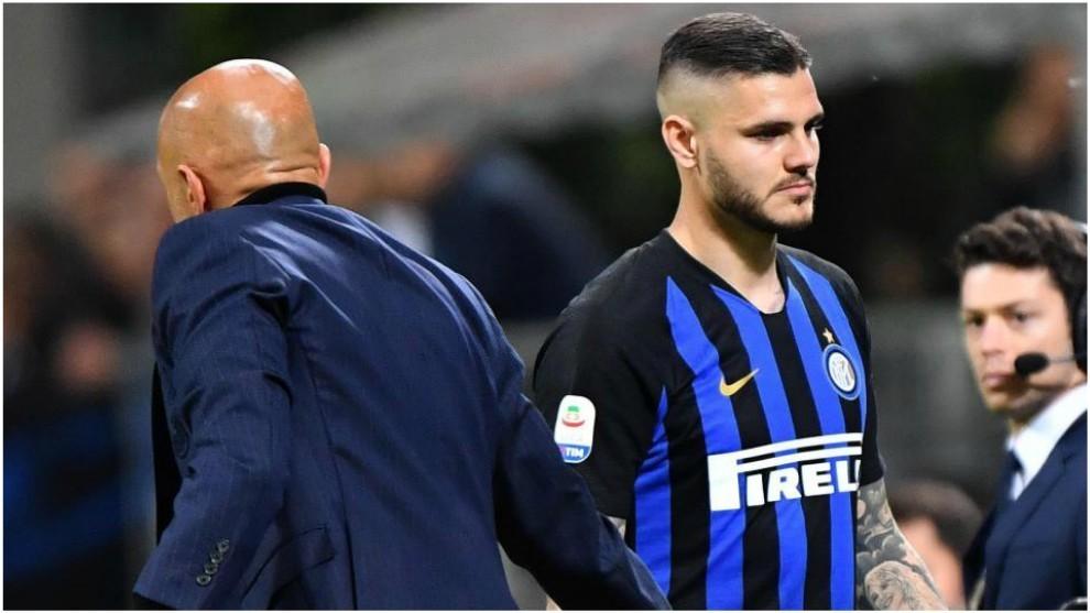 Icardi saluda a Spalletti durante el partido con el Chievo.