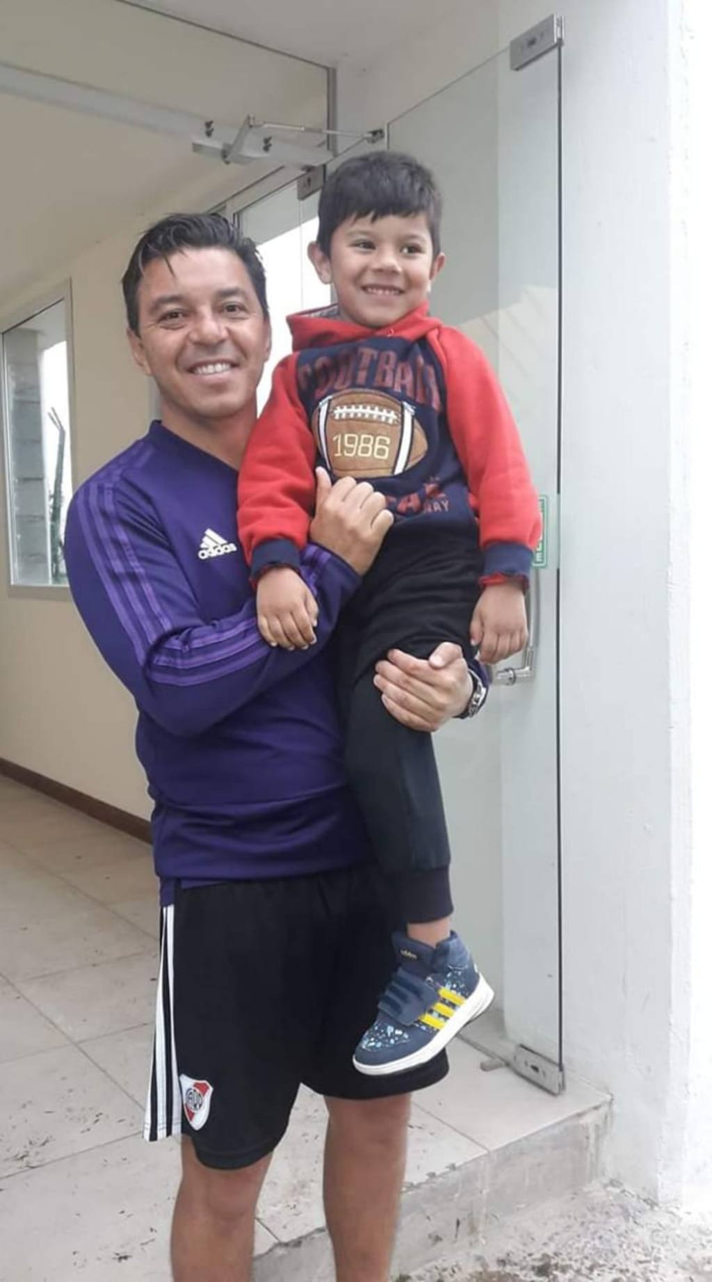 Gallardo y el hijo de Brian Velézquez.