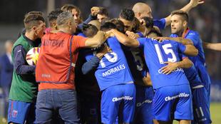Tigre venció 5-0 a Atl. Tucumán en una noche soñada