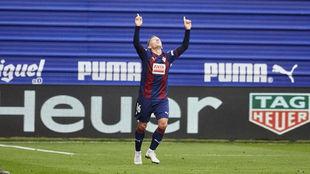 De Blasis celebra su gol ante el Barcelona.