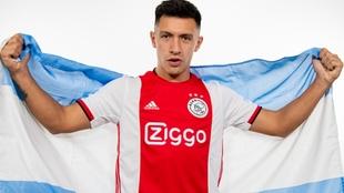 Lisandro Martínez fue presentado en Ajax