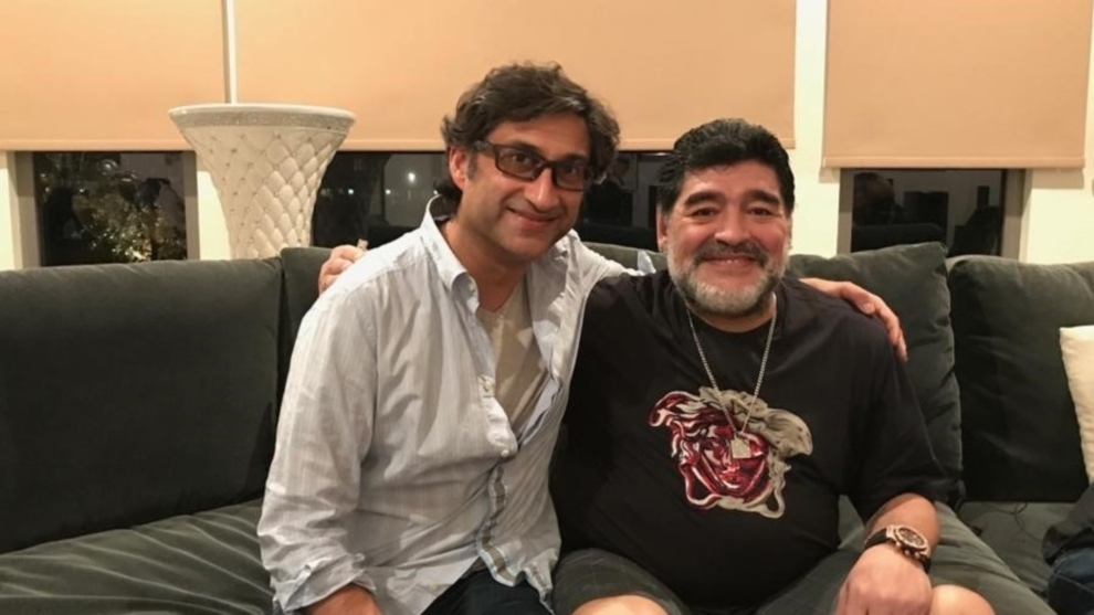 Maradona junto a Asif Kapadia, director de la película