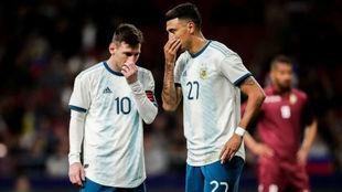 Suárez y Leo compartieron minutos en el amistoso frente a Venezuela.