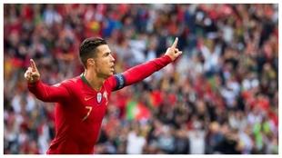 Cristiano Ronaldo festeja uno de los tres goles que le hizo a Suiza.