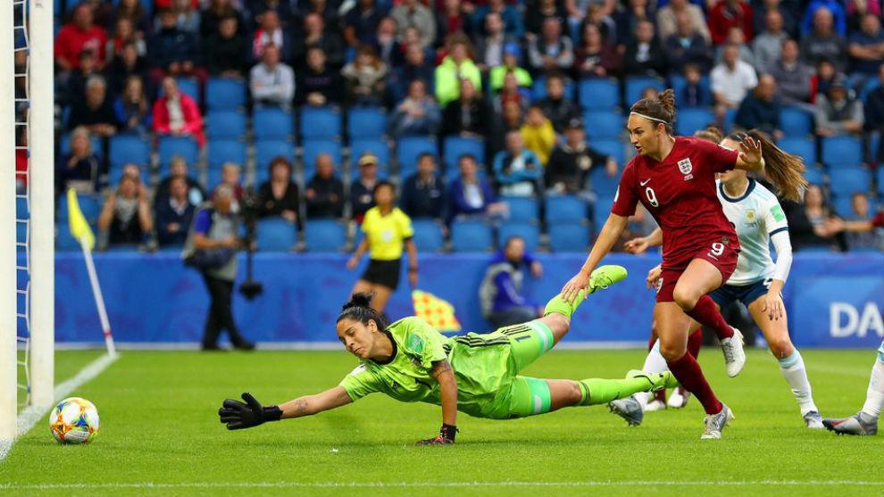 Argentina perdió pero mantiene chances de avanzar