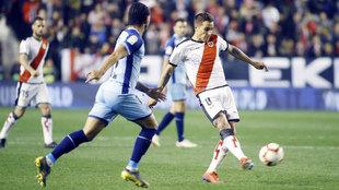 Óscar Trejo, en un partido con el Rayo Vallecano.